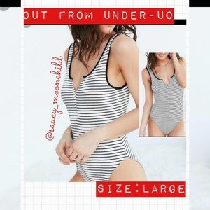 NEW🎀[UO out from under]ribbed blk/wht body suit